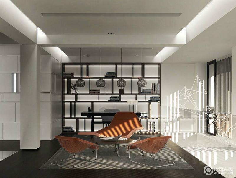 阳光透过百叶窗折射出线条光感,与室内的灯光相融合,制造出光影的迷幻氛围;不规则书架与墙上线条,制造几何美学,空间愈发精彩;三把休闲橙色沙发椅,跳跃的点缀出休闲活力。