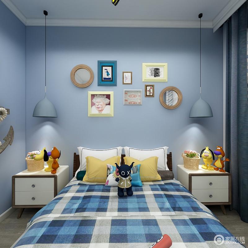 儿童房以浅蓝色漆粉刷空间,并通过彩色的相框装裱格式简画,让空间十分活泼多彩;漆蓝色的吊灯搭配白色床头柜,让阅读成为日常的一种休闲方式,而蓝格纹床品搭配各式玩偶,活力四射。