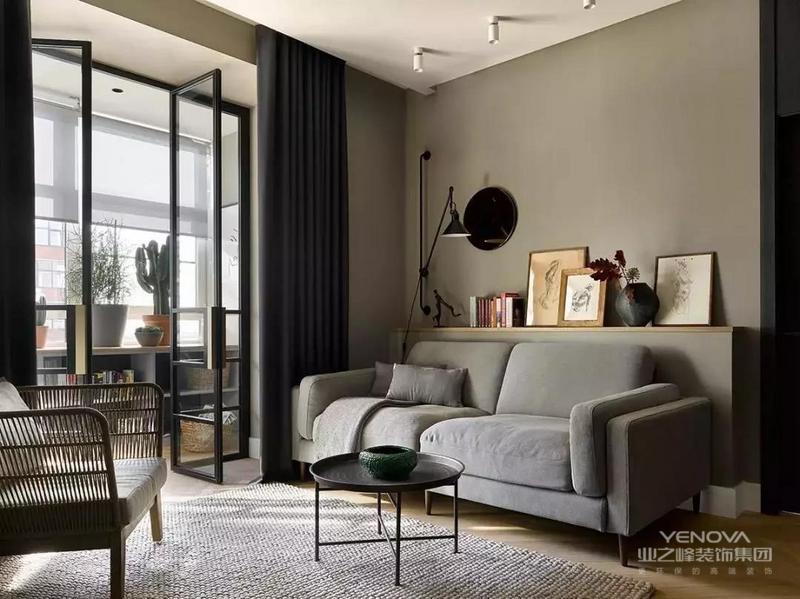 空间设计上现代大方的氛围,混搭了古典、优雅等多种气质,围绕着浪漫的主题,营造出一个华丽温馨的氛围感。