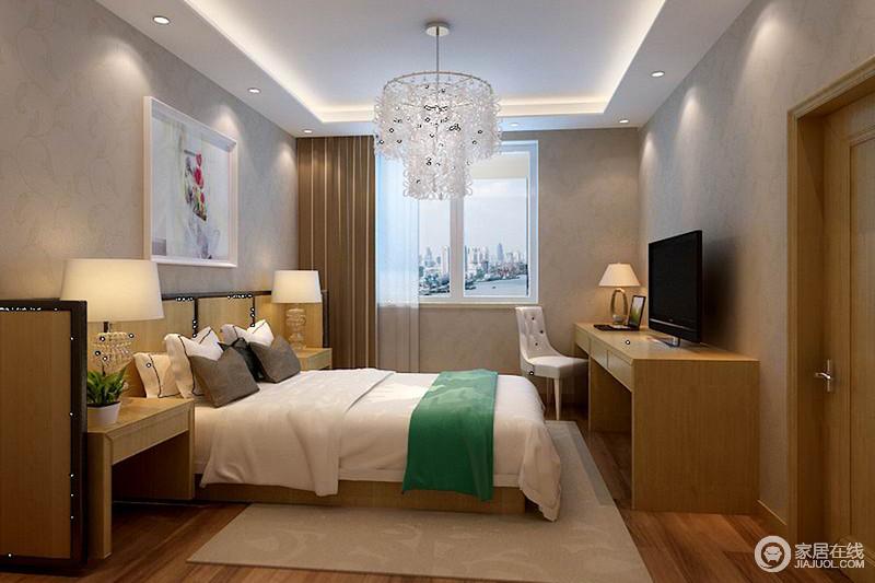 卧室线条利落,驼色壁纸打造温实感,胡桃色木地板与咖色窗帘构成层次;白色床品搭配绿色毛毯营造清新,与实木家具的朴质、驼色地毯,造就温馨的生活。