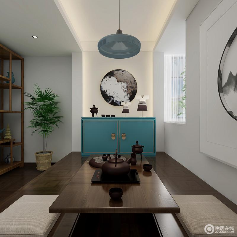 这个空间里每个角落都有专属的 宁静与舒适,既可以在这里品茶、展示及休息,也可满足主人对新中式生活雅致的要求,格外别致。