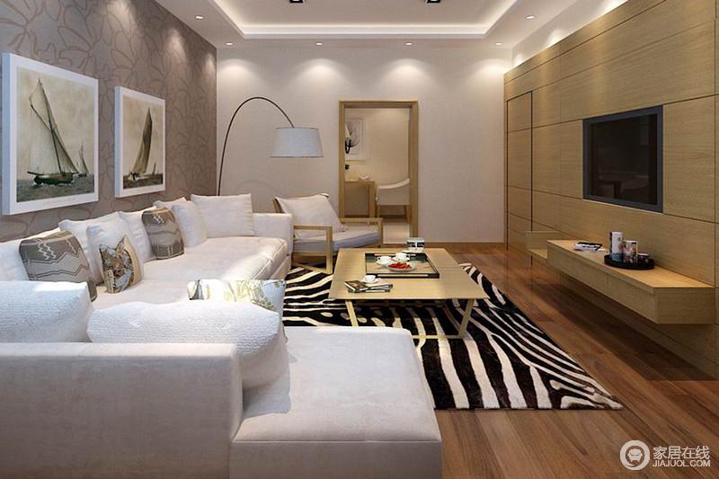 客厅的背景墙以原木作装饰,搭配木地板让整个空间足够朴质,斑马纹地毯的摩登,反衬着浅灰色布艺沙发,给予家足够的现代气息。