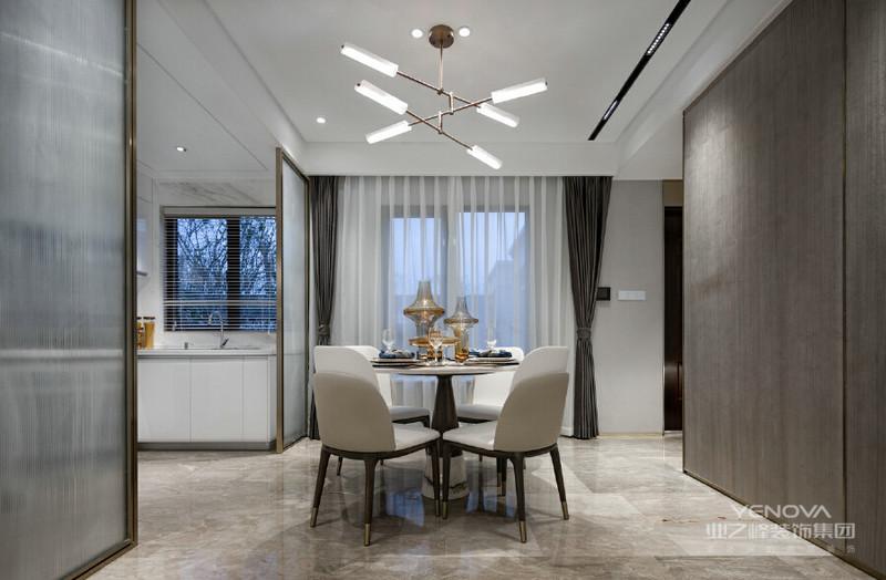 以简约明快的色调,搭配灵活的建筑空间,营造轻松活跃的舒适空间,以浅色调为主色调,综合玻璃、木饰面、石材等基本材质进行打造。