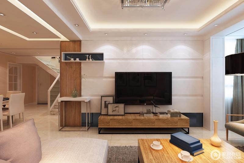客厅的吊顶以矩形设计与走廊的造型呼应,同时,以灯带嵌入的方式,让整个空间充满温和;背景墙的置物柜高低错落,有秩序地收纳着,让生活保持整洁。