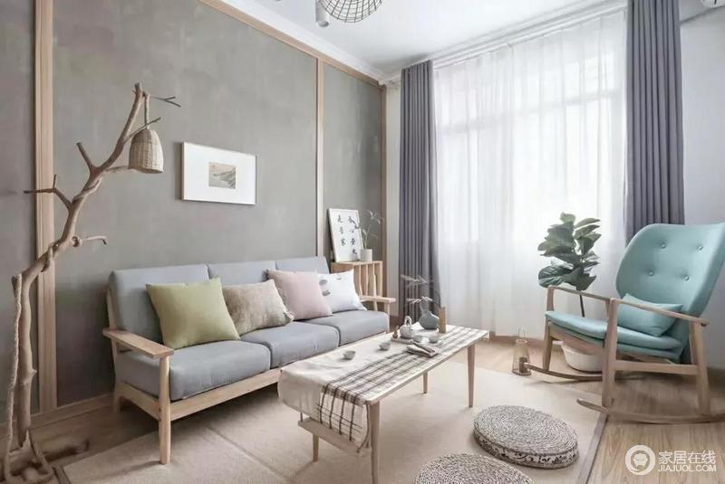 暖调的水泥灰质感沙发墙加入木质边框,中间挂一幅极简装饰画,搭配沙发木质布艺坐垫的沙发,呈现出一幅简约舒适的简单自然感。