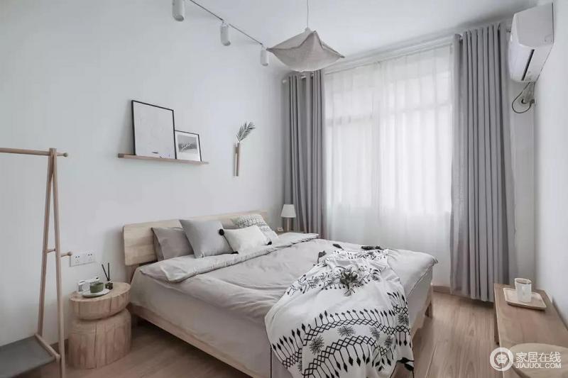 次卧也是以简洁的空间为主,整体净白的空间搭配木质的家居,带来清爽舒适的氛围感。