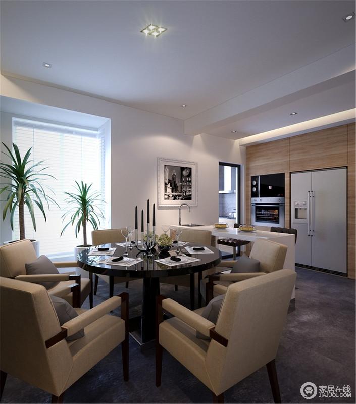 餐厅的百叶窗将线性之光引入室内,简单之中,与黑色挂画演绎黑白抽象艺术;现代餐桌、餐椅组合足够品质上乘,正如墙面嵌入的电器,让生活足够精致、有格调。