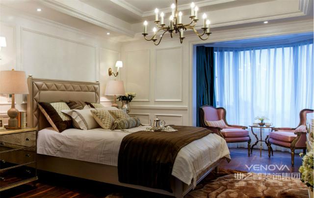 卧室别具一格的玄关设计,增加了空间的层次感;摆两个座椅在宽敞的阳台,在此悠然自得。