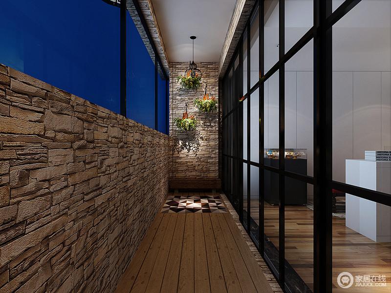 阳台并没有太大的改动,以材质本身的色彩和质地让整个阳台充满自然原始的朴质;粗粝地砖石和原木自造乡村感,而墙上悬挂的绿植,更是带你回味清新。