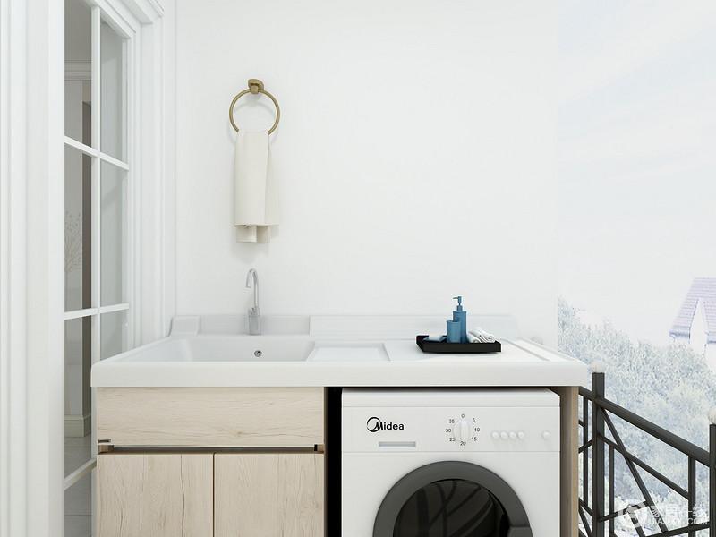 阳台被做成了一个盥洗区和晾衣区,白色玻璃格栅门搭配盥洗台拼凑呈生活的简单、朴质。