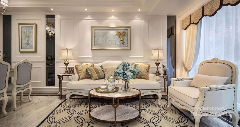 客厅采用对称、结构变换、重复组合等多种手法,给空间营造规整的次序,再运用大理石、镜面等现代材质与古典的设计手法完美结合。