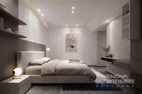 卧室以白色为主,衣柜和背景墙足以奠定空间的白净,在解决了定制的需求后,一副挂画却起到了点睛的作用,缓解了驼色的床品朴素,而悬挂式展陈柜和简约的台灯,贯彻着简约艺术