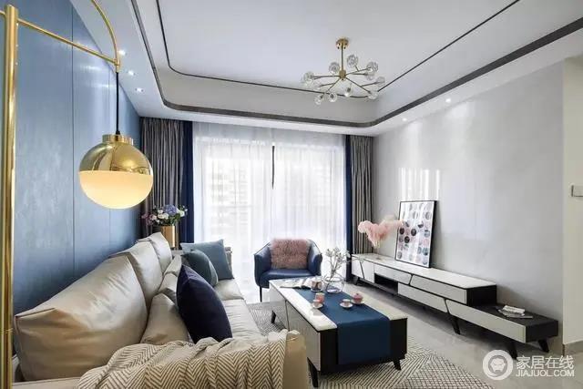 客厅电视墙是雅白的大理石铺满,搭配现代端庄的电视柜,简洁优雅的视觉,舒适大气。