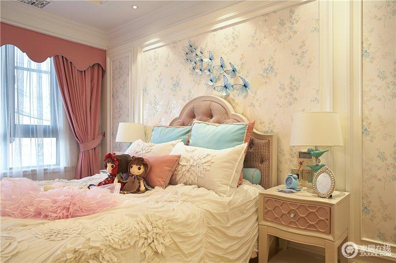 儿童房以淡黄色为主,添加少量的蓝色、红色点缀,使得房间充满童趣,加上动物、花纹的装饰,洋溢着梦幻童话的甜美气质。