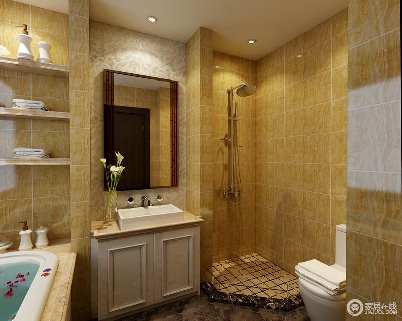 卫生间巧妙地以干湿分区的设计解决大理上的麻烦,暖黄色的砖石赋予空间温暖,虽然盥洗台较为小巧,但是足够实用,再加上收纳区的设计,让生活更为讲究。