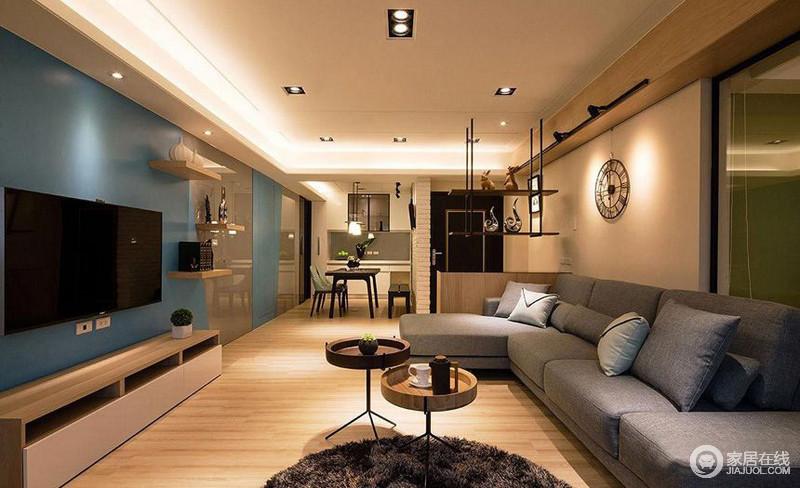 客厅的设计,环形灯带的设计让整个空间的光线更为柔和