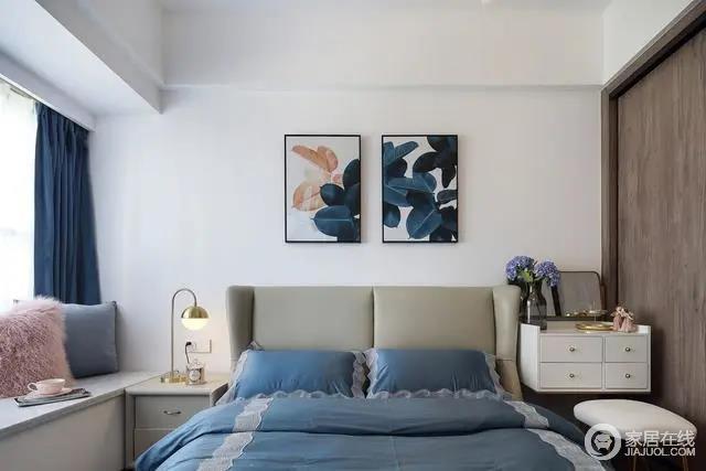 简洁大方的卧室,以质感舒适的皮艺床,搭配素雅的床单与地毯,床头墙还挂上两幅蓝灰色调的的底片效果装饰画,带来优雅华丽的卧室空间感。