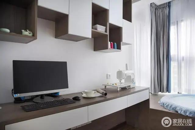 书房可以同时容纳两个人,一个人用起来显得宽松而又舒适。