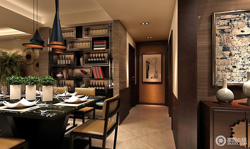 餐厅连接着走廊,在射灯的刻意营造下,显得深邃而静谧;餐厅四方大理石餐桌搭配实木皮质餐椅,华贵之气油然展现;墙面上设计了格子酒柜,放置红酒、书、小绿植等物品,非常的方便实用。