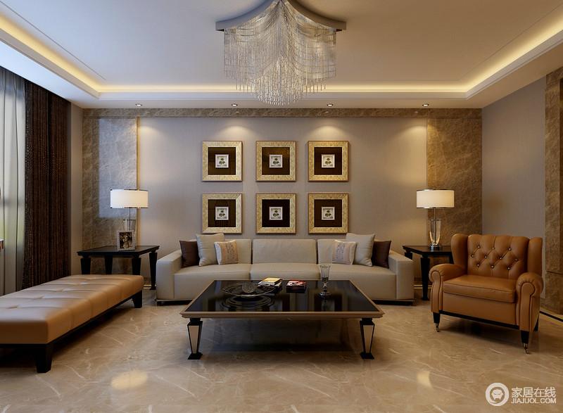 客厅粉刷了灰色的调的漆营造素净感,而米黄色大理石作边框装饰,令整个立面显得十分硬朗,再加上挂画组合点缀出艺术气息;现代沙发以灰色与棕黄色为主,平衡出空间的现代大气,精致地古典风的桌几以实用之能彰显大气,搭配白色台灯,令空间显得愈发具有都市风。