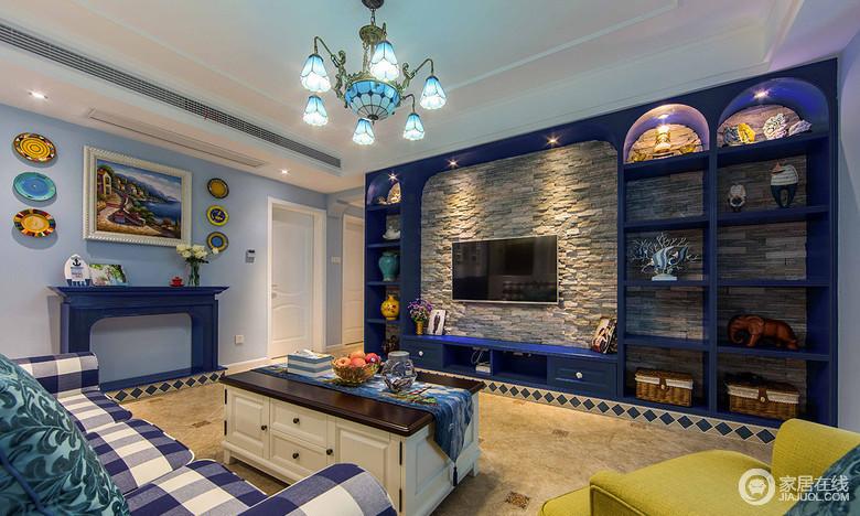 房子装修地中海风格,以蓝色为主,带有海边的元素,灯饰家具都具有海风,非常的浪漫闲情。