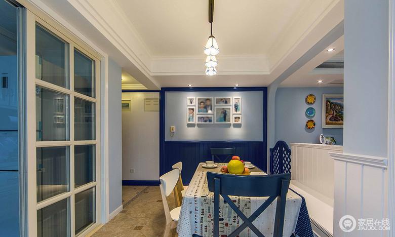餐厅选用的是蓝色的椅子,白色的桌子,有种在海边餐饮的感觉。