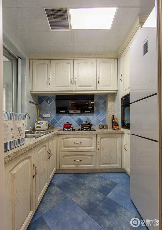 厨房选用的是欧式风格,是鑫绎尚家装公司经常合作品牌,质量有保障,时尚美观。