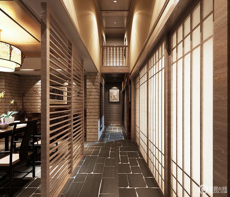 走廊的地砖铺设了深灰色的砖石,延续建筑设计中讲究的灰砖,而中式木门搭配木楞屏风,让空间多了份朴质之美。