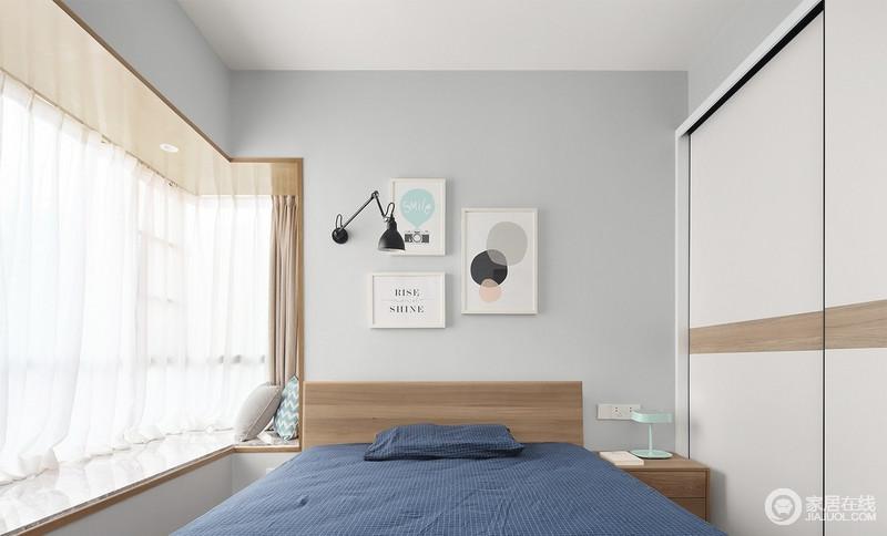 卧室浅浅的灰色墙面与藏蓝色床品打造出稳重,北欧装饰挂画调和出生活的个性和舒适,而原色家具配上木色窗帘,给予生活一缕暖阳,安闲舒适。
