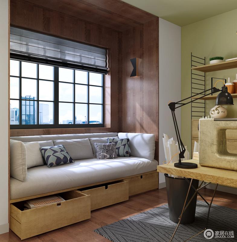靠窗的空间通过褐色原木来包裹墙面,与木地板构成自然朴实,丝毫不给生活增压,阳台透过格栅门照射进来,而灰色沙发足以让你享受闲适时光。