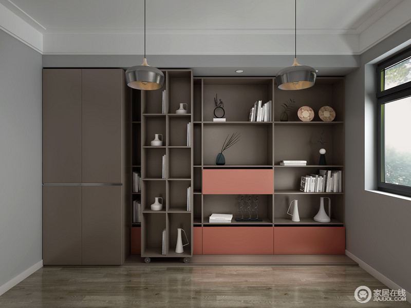 空间以原木地板铺贴地面,让原本定制柜的深褐色多了些许和暖,而储物格的设计,解决了收纳的麻烦,让生活更为井然有序。
