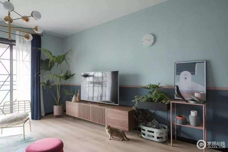细腿设计就是北欧风格装修的颜值担当,除了让ins风家居有了高级感,同时也营造轻盈意象,也方便家里两只猫咪在沙发、桌几下自由穿梭。