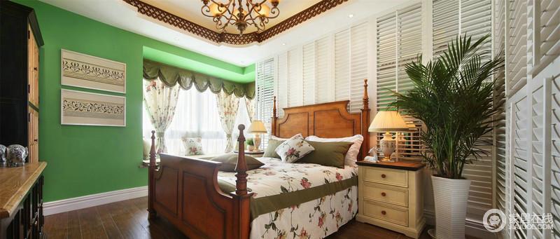 卧室小弧形窗帘装饰,将绿色圆拱形与花卉的烂漫凝和在一起,呼应着花卉床品,让家田园感爆棚;白色横隔背景墙与罗马式复古大床,在清新的白色色调的房间里十分和谐地处在一起,更多了精致。