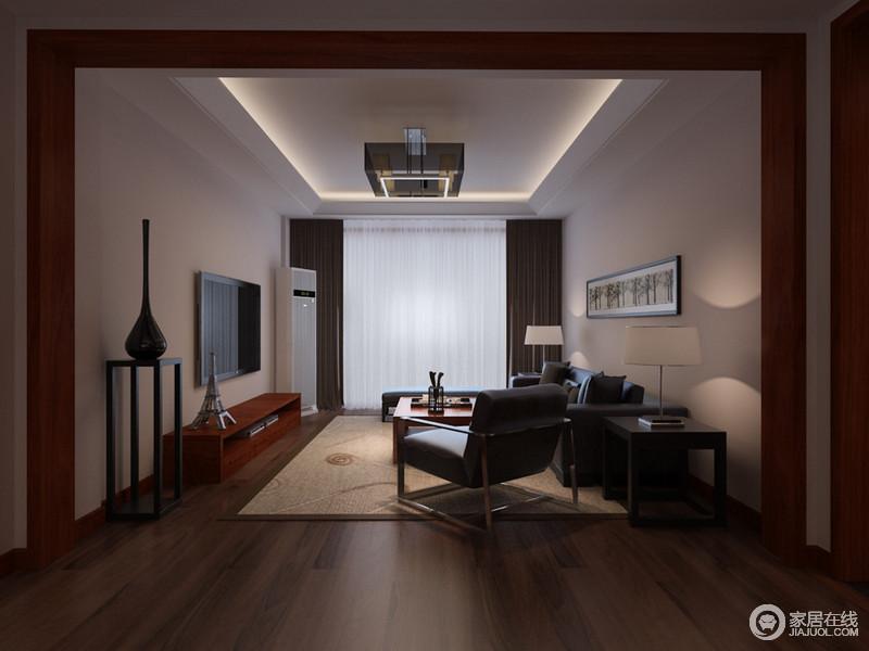 空间十分方正,浅灰色漆营造了空间的素净,布置有序地家具和器物组合出了生活的实用,驼色地毯更是带来温度,与吊顶内嵌的灯带组成家的温和。