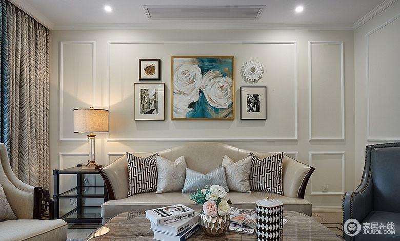 墙面上的画是家人自己所绘,中间两朵牡丹并蒂,用了家人最喜欢的蓝色做背景,富有很深的意境;沙发上靠包与茶几上摆件,利用几何纹呼应,打造出整体感。