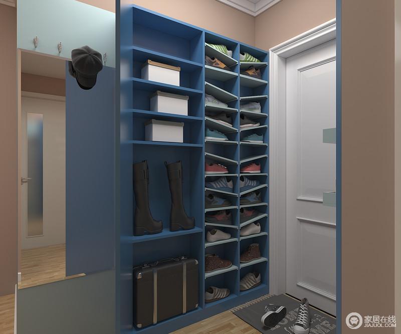 收纳柜可同时满足衣物和鞋的收纳,收纳格对随身物品进行详细分类,避免凌乱丢失;可开放储纳鞋柜结合墙面尺寸,最大化利用空间,让空间更为实用。