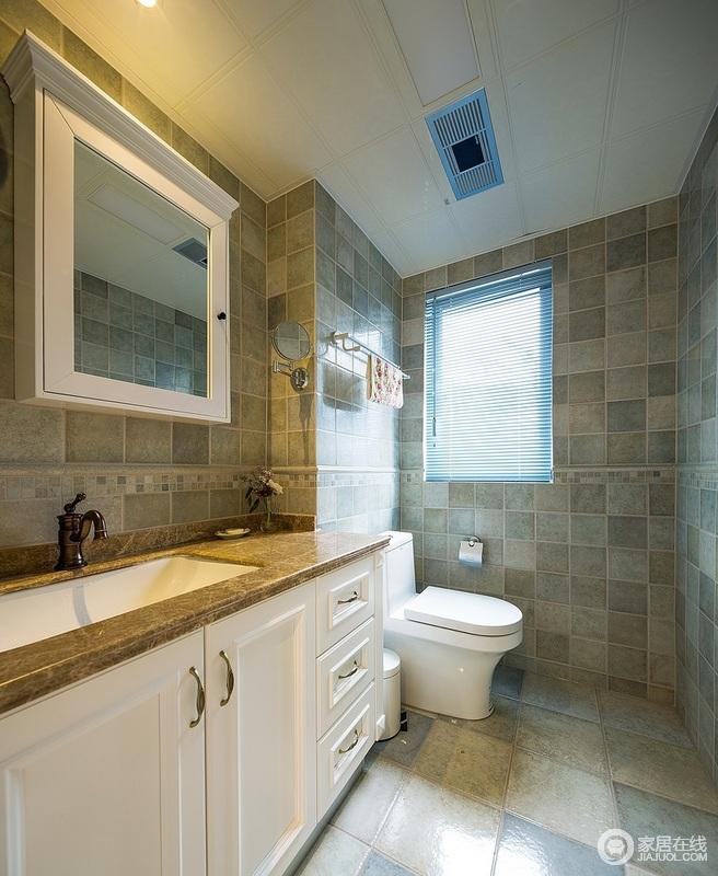 卫生间采用仿古砖与白色的台盆柜的搭配,让其更为整洁,仿旧的设计带来一种复古之美,正如台面的设计,尤为古旧,却让生活足够利落。