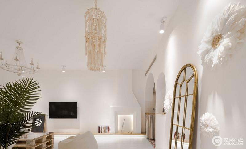 客厅与厨房、用餐区通过洞门做了区分,打破了传统的局限性,在原有的结构上,扩大了空间,同时增强了客厅的自然光源,增加温馨感。