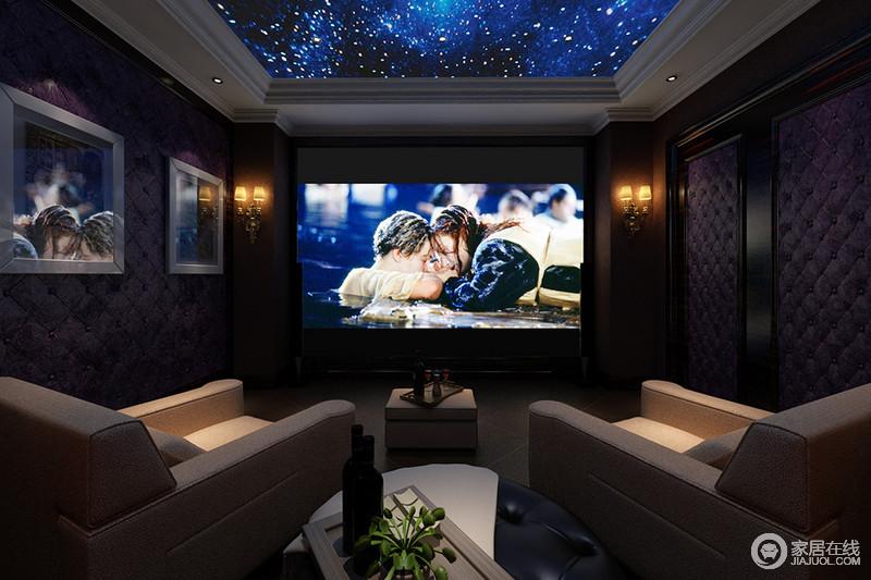 影音室饰以姿色软包墙用于隔音设施,天花板置入星空壁纸通过光线设计,营造出浪漫的夜幕氛围。大屏幕的幕布搭配质感精良的舒适沙发椅,使观影变得更加惬意。