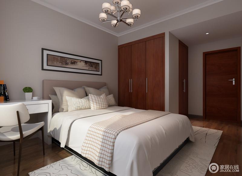 卧室以浅灰色粉刷空间,与简洁利落的线条,成就家的简洁;因结构原因,定制得衣柜以胡桃色为主,与胡桃木地板一气呵成,中性色的床品、布艺以色彩和质感成就温情。