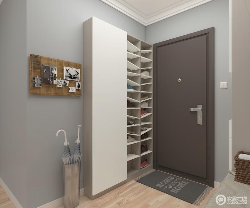 利用门后空白墙体,开放式收纳,可以减少开关柜门拿取鞋子的步骤。超薄柜体设计,不挤占通道空间。门板内定制化功能区,可挂衣物或设置层板,简洁实用。