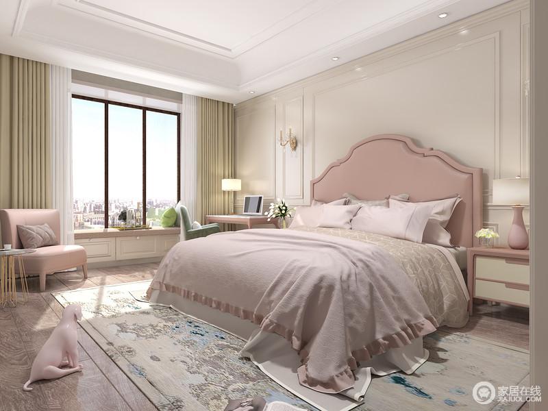 卧室结构上特别利落,米色的板材让空间足够朴素,而驼色窗帘搭配白色纱幔,构造空间的柔和;粉色床头搭配粉色单椅、绿色椅子,呼应着不同色调的家具,让家足够温馨。