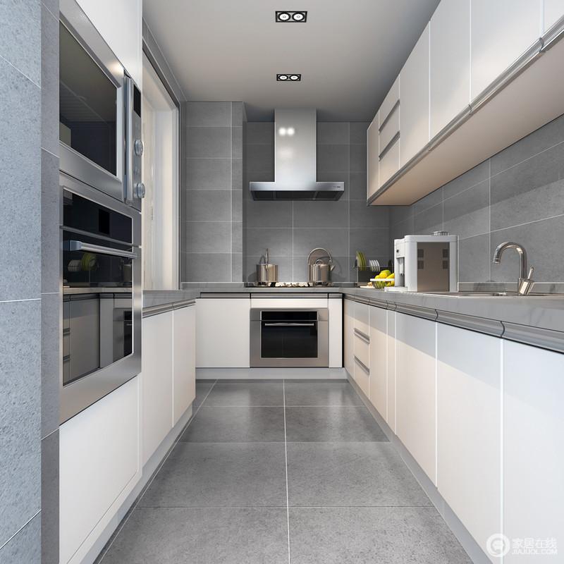 厨房的线条极为简洁,L型的设计为主,搭配一字型的电器操作区,让生活足够有序和精致;灰色砖石铺贴着整个空间,素雅而利落,白色厨柜与之组合出了色彩反差,令整个空间足够现代大气。
