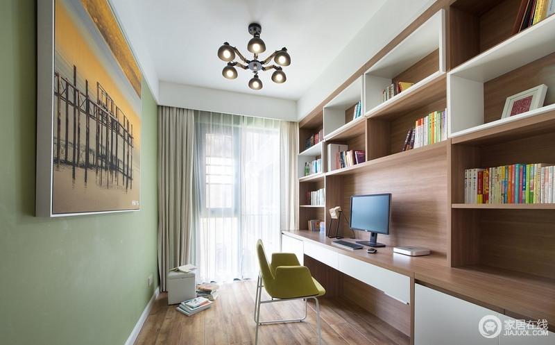 大面积浅木色柜体设计,搭配部分白色柜进行过渡,层次感分明,使书房显得宽敞明亮;薄荷绿的清新,高清晰照片式装饰画,给人清新舒爽的感觉。