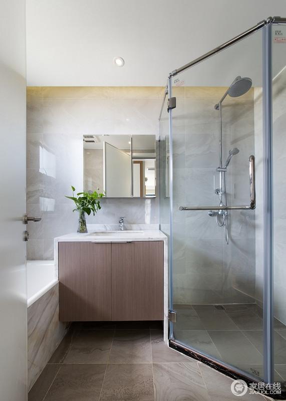 麻雀虽小,五脏俱全,小巧的卫生间把该具备的使用功能都合理安排进来,干湿分离的设计,让你可以选择不同的沐浴方式。