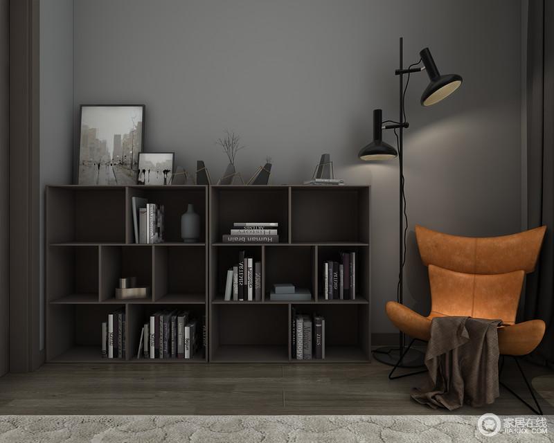 空间本着简洁大气为主,浅灰色的色调,因为实木落地式书柜更显沉稳,但是几何的设计与器物形成简约艺术,爱马仕橙的单椅与落地灯,足以让阅读时光也变得惬意起来。