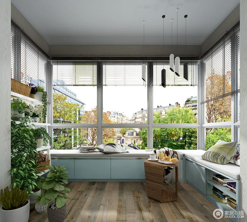 除了多功能家具,阳台的其余空间可以放置一组多层花架,满足使用者的情趣爱好,不仅可以充分利用了空间,还能够为阳台空间增添一抹自然的气息