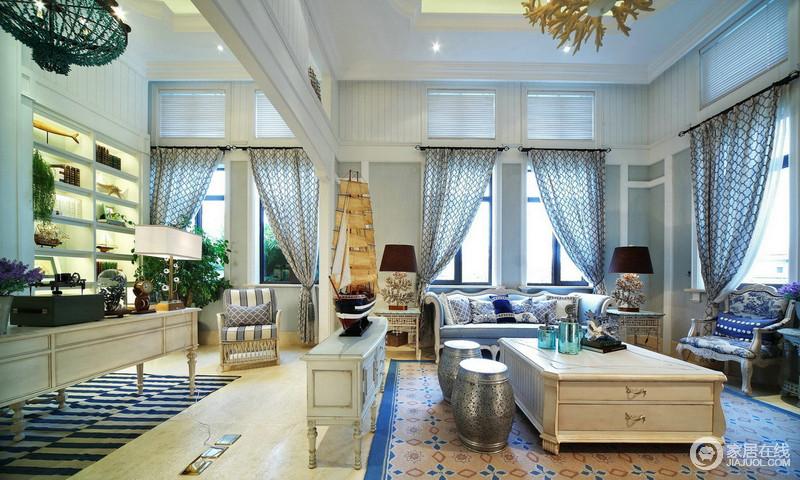 客厅摆放的家具虽然很多,各种各样的家具之间有时候,颜色会有一些冲突,但是并不妨地中海设计以其清新的风格而存在。