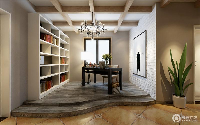 开放式的书房以结构设计与其他空间区别开开,灰色石阶自然起到了强调作用;而井字形原木吊顶搭配格子状书柜,让空间足够立体,小白砖的墙面因为留白的挂画为空间带来黑白艺术,与现代风的书桌等家具,诠释文艺与现代雅致。