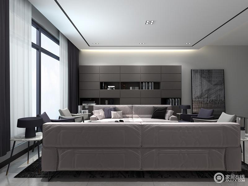 整体摆设布局要合理,家具使用要方便,尤其针对商务聚会型客厅人流动线的合理更为重要。